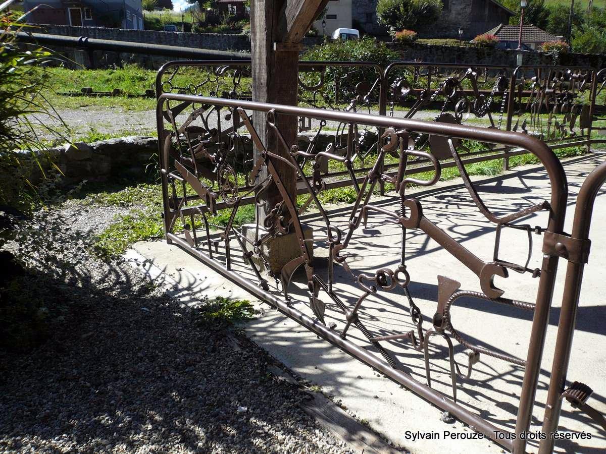 Les barri res de l comus e les forges et moulins de - Sculpture metal jardin ...